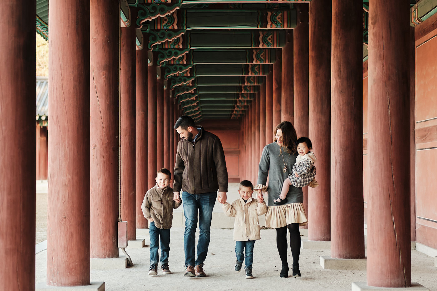 Venneman Family Photoshoot - Walking in Changdeokgung