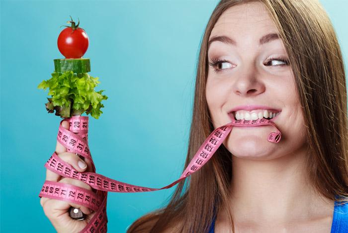 woman tape measure food - LOVE HANDLES SNEL GEZOND AFVALLEN WAT ZIJN LOVE HANDLES?