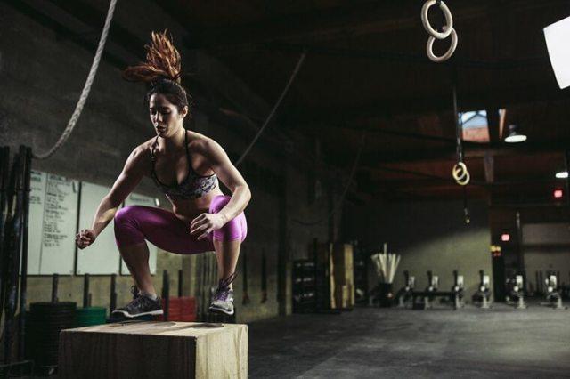 CrossFit-woman-Box-Jump