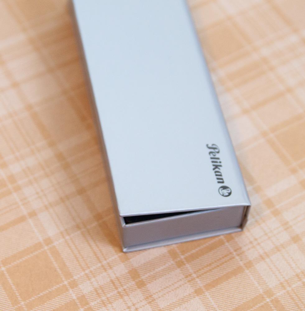 Pelikan Stola III packaging