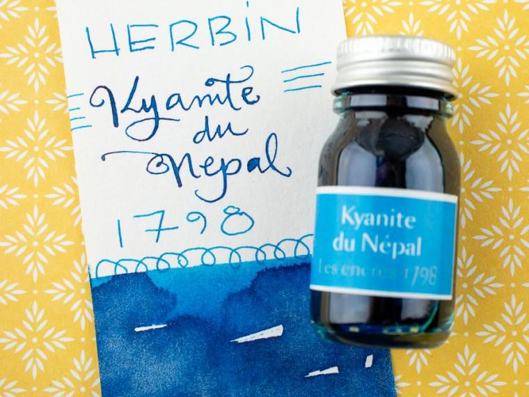 Eye Candy: Herbin 1798 Kyanite du Nepal