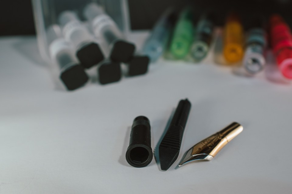 Swapping Nibs with Flexible Nib Factory Feeds