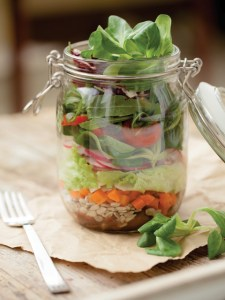 "Lunch ""to go"" in glass jar"