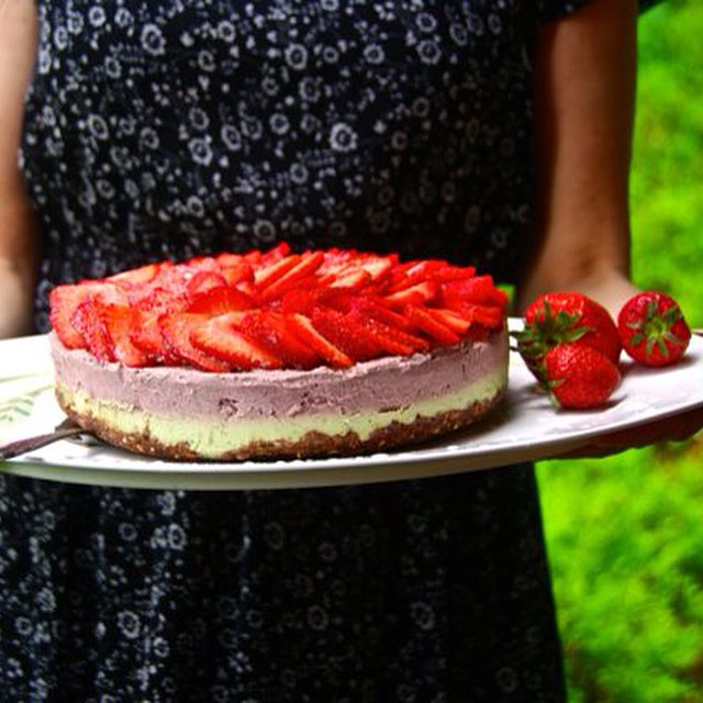 strawberry lime rawcake