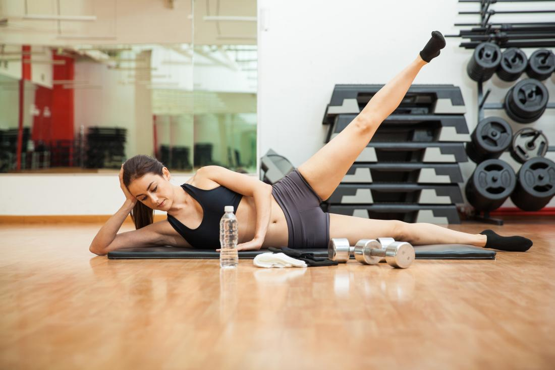 woman doing leg lifts as a part of fitness goal