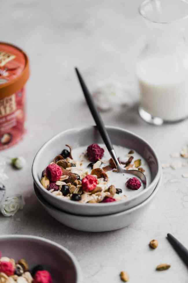 10 minute muesli with pistachios and dried blueberries!