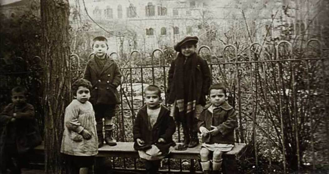 Abandoned children at La Paix at the beginning of the 20th century
