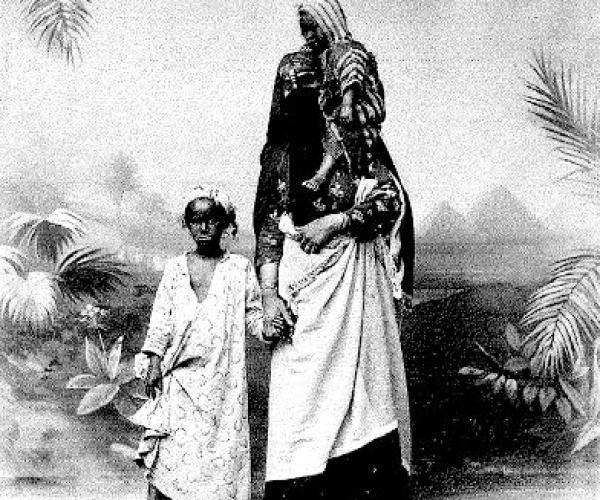 Fellahines (woman and child), Cairo, around 1870