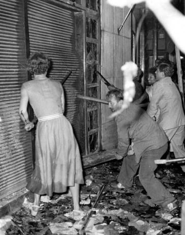 İstanbul Pogrom Woman