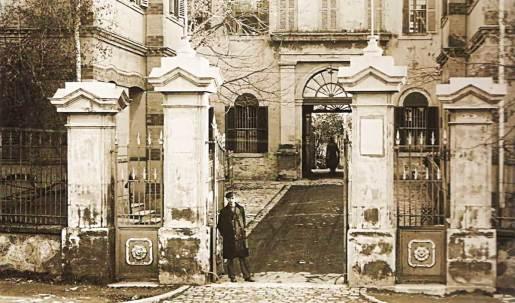 The old main entrance to la Paix Hospital