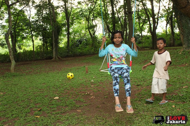 Kampung kids in the complex_kids play date_weekend in jakarta with kids_tasha may_we love jakarta_welovejakarta_parks in jakarta