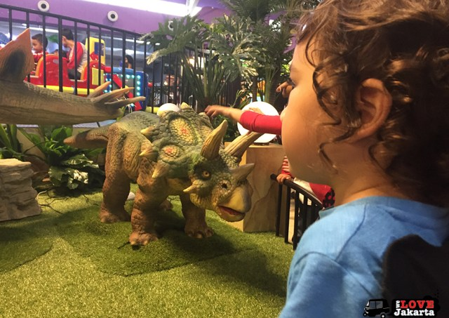 Tasha May_welovejakarta_KidCity Carrefour Transmart Cilandak_Jakarta with kids_Dinosaurs in Jakarta