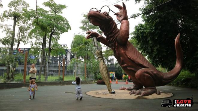 Tasha May_Treen May_Ecopark Ancol_peddle car_Jakarta indonesia_komodo statue