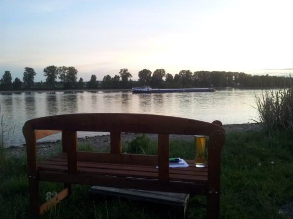 schöner Biergarten am Rhein Bonn Rheingold Niederkassel