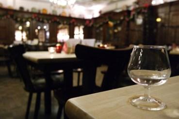 Em Höttche Bonn ältestes Brauhaus Tradition rheinische Küche