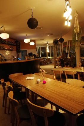 Rheinpavillon Bonn Rheinufer neuer Betreiber Café studentisch Frühstück Bar Cocktains in Bonn gute Preise Tipp ausgehen in Bonn Bonn geht trinken