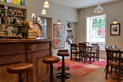 the bar at the Glynnne Arms