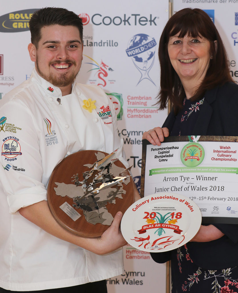 7dfd3cbfd8e165 Cambrian Training. Arron Tye receives the Junior Chef of Wales trophy from Lesley  Griffiths