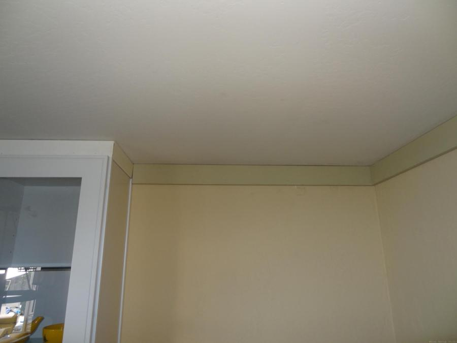 custom crown molding in dining room