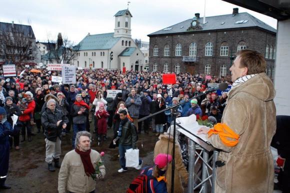 Noch nie waren so viele Menschen bei einer Demo: In Island demonstrieren am 24. Januar 2009 mehr als 6000 Bürger gegen die Regierung. Ihr geben die Protestierenden eine Mitschuld an den Folgen der Finanzkrise für den Inselstaat...
