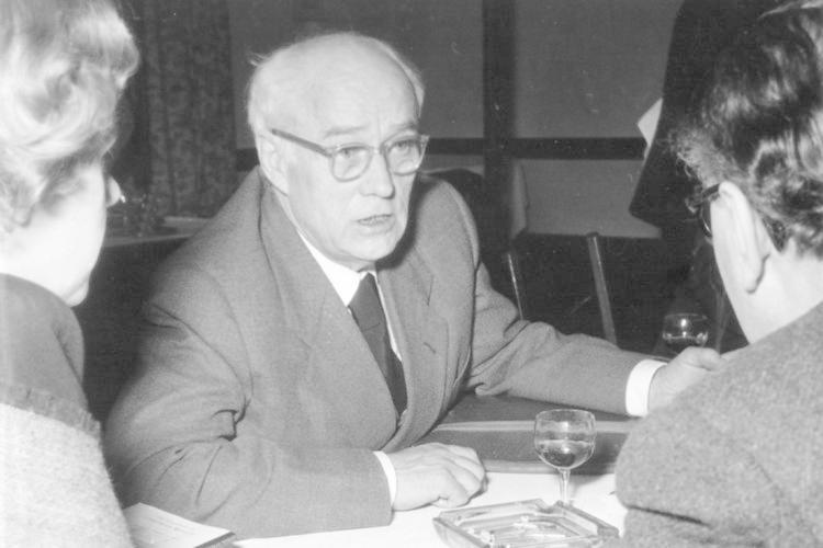 """Im Oktober 1941 wurde das """"Lux"""" zunächst evakuiert, einige Monate später kehrten die ersten Gäste zurück – unter anderem jene, deren Wohnungen durch den Krieg zerstört worden waren. Unter ihnen waren die Schriftsteller Theodor Plievier (""""Des Kaisers Kulis"""") ..."""