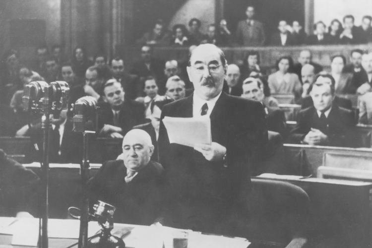 """... fand der ungarische Ministerpräsident Imre Nagy: Er wohnte erst im """"Lux"""" und wurde 1958 nach dem ungarischen Volksaufstand hingerichtet."""