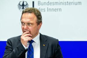 Unterwegs auf symbolischer Mission: Bundesinnenminister Hans-Peter Friedrich (CSU)