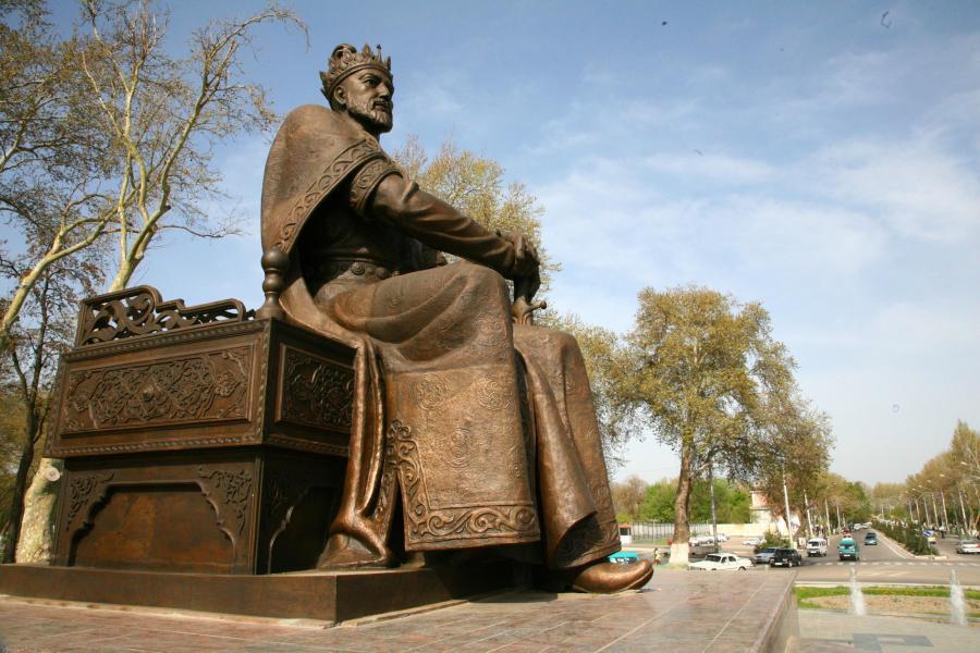 Als fürsorglicher Herrscher wird Tamerlan in Samarkand (Usbekistan) vorgestellt