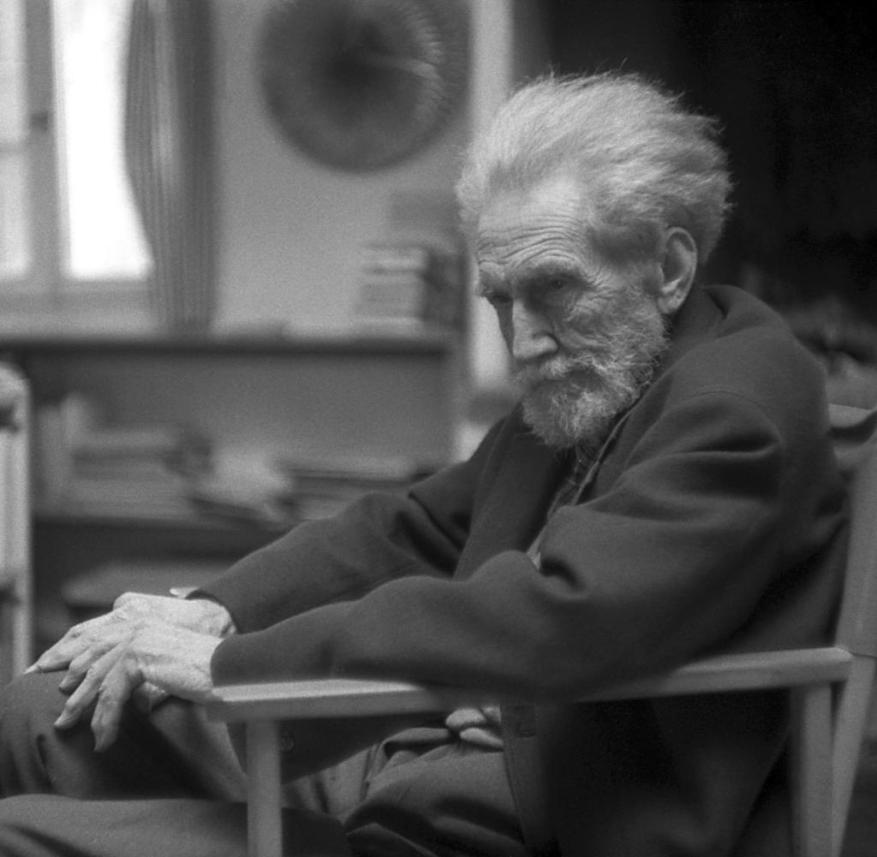 The fact that he was declared crazy saved him from a high treason trial: the American poet Ezra Pound in 1969