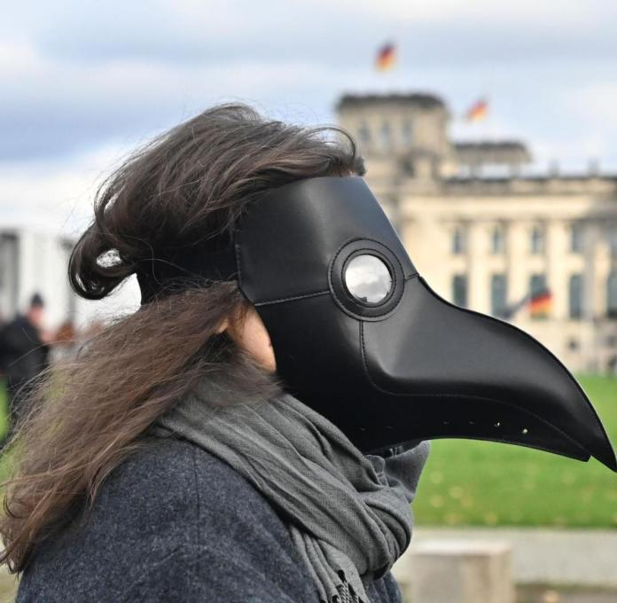 The pandemic is fueling the belief in conspiracies in Germany, shows the current authoritarianism study by the University of Leipzig