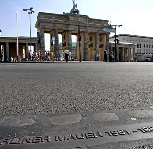 Berliner Mauer Todesstreifen soll wieder aufgebaut werden