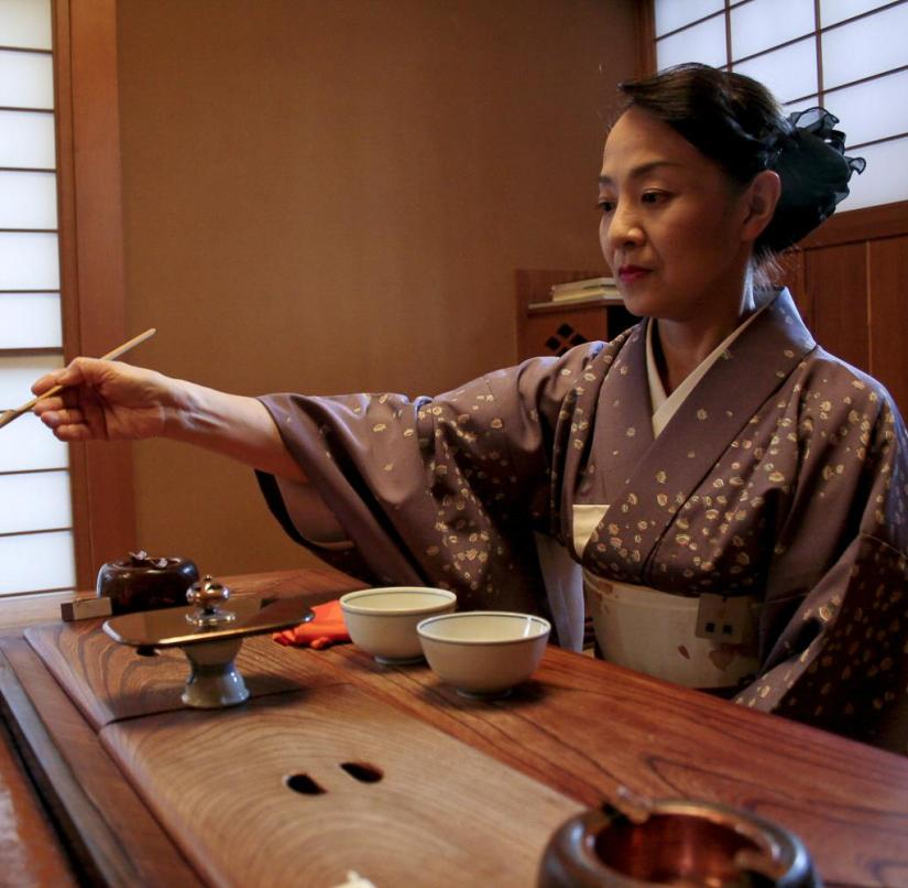 Ryokan in Japan: A Japanese woman prepares tea in the traditional way