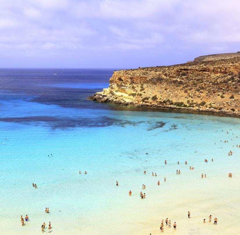 Rabbit Beach (der Kaninchenstrand) on the Rabbit Island vor Lampedusa, Italien