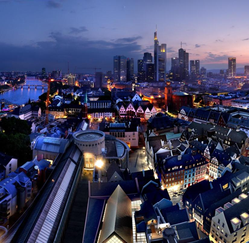 Frankfurt am Main: the rebuilt old town against the backdrop of the skyline of skyscrapers
