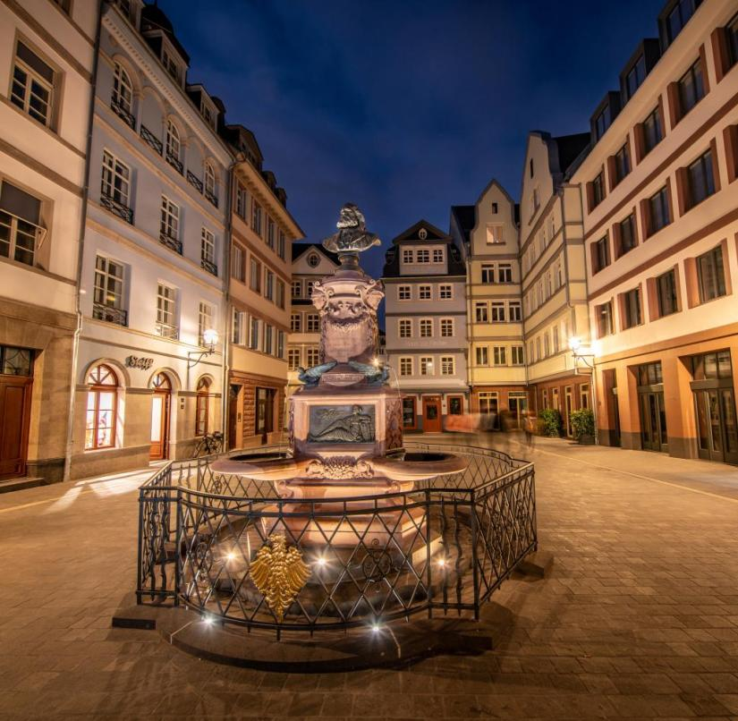 Frankfurt am Main: At night, the fountain is also turned off in the new old town