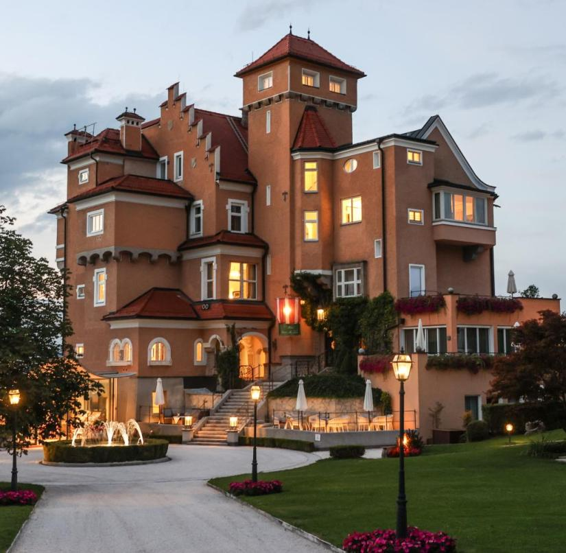 """Salzburg: In the hotel """"Schloss Mönchstein"""" you stay far above the old town in the countryside"""