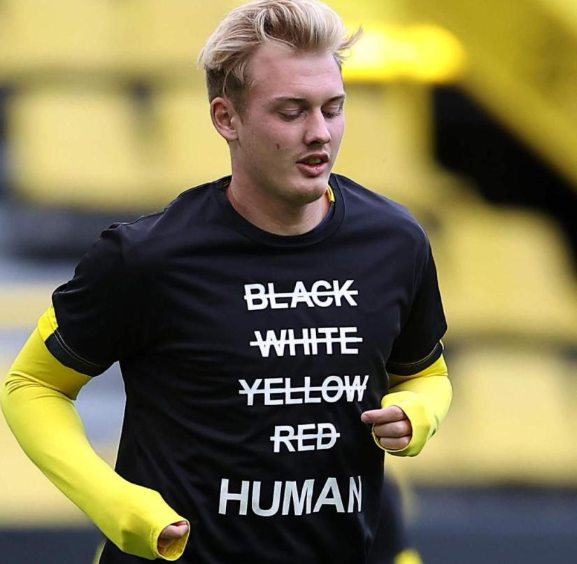 Julian Brandt, like the other BVB players, wore a T-shirt with the inscription