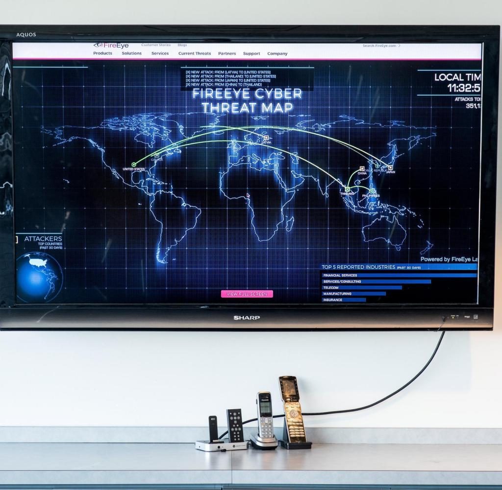 Threat map in FireEyes headquarter