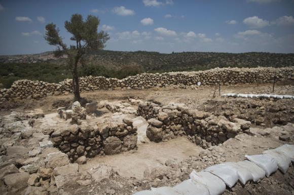 Israelische Archäologen haben südwestlich von Jerusalem zwei königliche Gebäude aus dem 10. vorchristlichen Jahrhundert entdeckt.