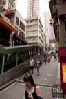 links ein Teil der Rolltreppe