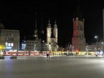 Halle bei Nacht