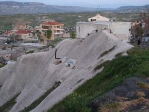Wohnhöhle mit Schornstein