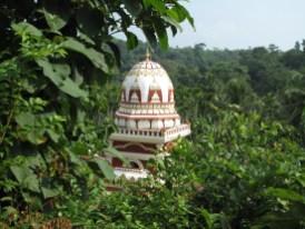 überraschend- ein Tempel im Wald!