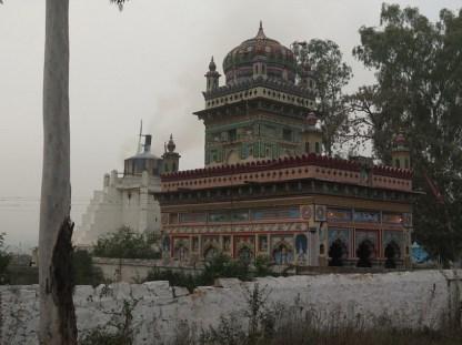 Kalkofen und Tempel-indische Kontraste