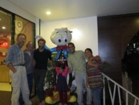 Raman mit Familie und Yonathan