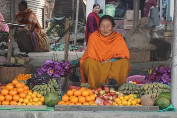 Die Marktfrauen freuten sich über uns und schenkten uns...
