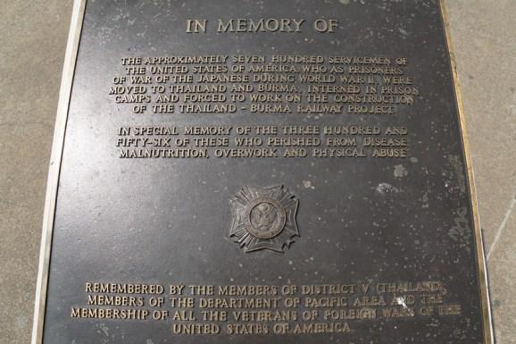 Erinnerung an die amerikanischen Soldaten, - für die ca.100.000 toten asiatischen Zwangsarbeiter gibt es keinen Stein!