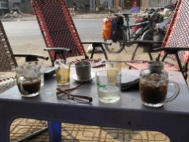 Der morgendliche Kaffe- geeist - wird immer mit geeistem Tee serviert