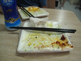 Wir essen oft auf Plastiktüte