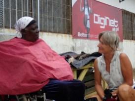 Gespräch vor dem Supermarkt-seit 5 Jahren im Rollstuhl